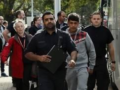 """Już tu są - pierwsze """"dzieci z Calais"""" przybyły do UK"""