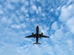 Wynajął cały samolot pasażerski, aby przewieźć nim trzech członków rodziny. Powód jest zaskakujący