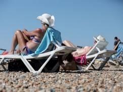 8 złotych zasad ochrony przeciwsłonecznej w czasie upałów - sprawdź, jak rozsądnie korzystać z wakacyjnej pogody