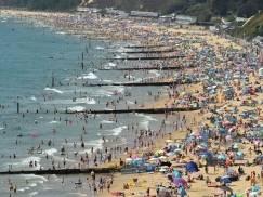 Rekordowe tłumy na plażach w południowej Anglii! Straż przybrzeżna apeluje o unikanie czterech kąpielisk w Kent