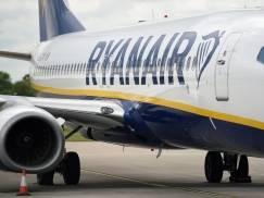 Na pokładzie Ryanaira polała się krew. Pilot musiał lądować awaryjnie, a policja siłą wyprowadziła agresywnego pasażera z samolotu