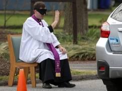 Spowiedź przez smartfona NIE JEST WAŻNA! Watykan zabrał głos w sprawie ważnej dla wiernych