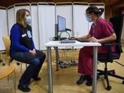 """Osoby nieuprawnione do szczepionki w UK """"przeskakują kolejkę"""". Winna jest luka w interentowym systemie rejestracji"""
