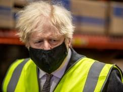 """Lockdown w UK ma zostać zniesiony na Wielkanoc 2021. Na czym polega """"tajny plan"""" Borisa Johnsona?"""