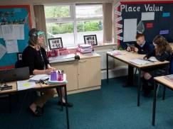 Jak wygląda sytuacja związana z otwarciem szkół w UK? Rodzice mieliby przejść na furlough