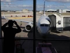 Pasażerów nie wpuszczono na pokład samolotu lecącego na Wyspy mimo posiadania negatywnych wyników testów
