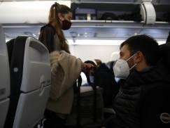 Linia lotnicza musi zapłacić 65 000 EUR odszkodowania pasażerowi, który został oblany gorącą herbatą podczas lotu