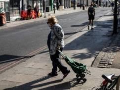 Przestraszeni starsi imigranci z UE proszą o pomoc, bo boją się deportacji po 30 czerwca