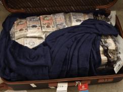 38-letni Czech próbował wyjechać z UK z 1,4 mln funtów w trzech walizkach i skarpetkach
