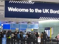"""Jedynie osiem krajów może znaleźć się na rządowej """"green list"""" po zniesieniu restrykcji dotyczących podróży"""