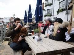 Zwiedzanie lokalnych pubów za 29 000 funtów rocznie – to praca marzeń