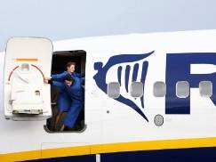 Wiesz dlaczego stewardessy tak bacznie ci się przyglądają, gdy wchodzisz na pokład samolotu? Prawda może cię zaskoczyć!