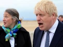 Boris Johnson o wznowieniu 17 maja podróży zagranicznych. Wielu parlamentarzystów jest przeciwko