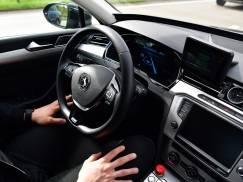 Prowadzisz auto w klapkach, długiej spódnicy albo okularach przeciwsłonecznych? Może grozić ci 5 tys. funtów mandatu!