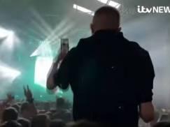 """""""The First Dance"""" - Tysiące klubowiczów bawiło się w dokach Liverpoolu na pierwszej legalnej imprezie w UK od ponad roku"""