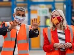 """Sadiq Khan wzywa do utworzenia specjalnej """"wizy"""" dla imigrantów, którzy chcą pracować w UK"""