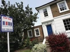 """Czerwiec był """"szalonym"""" miesiącem na rynku nieruchomości - ceny domów w UK znów poszły w górę"""