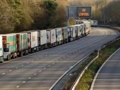 TESCO rekrutuje kierowców ciężarówek. Nowym pracownikom oferuje bonus w postaci £1 000