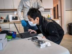 Rodzice chcą, żeby w programie nauczania w UK znalazła się tematyka dotycząca bezpieczeństwa w sieci