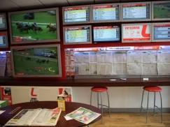 Hazard coraz większym problemem w biednych rejonach UK. Punktów hazardowych jest więcej niż supermarketów