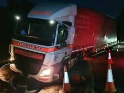 Kierowca ciężarówki, która rozbiła się na A1, CZTEROKROTNIE przekroczył dopuszczalną ilość alkoholu we krwi!