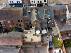 Brytyjka doznała szoku: Sąsiedzi relaksowali się w jej ogrodzie, gdy ona chodziła do pracy!