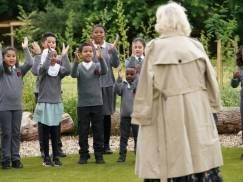 Lekcje będą się odbywały poza murami szkoły, jeśli przynajmniej pięcioro uczniów/nauczycieli zachoruje na Covid-19?