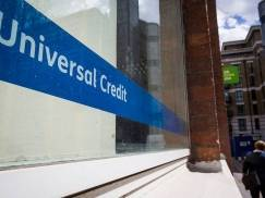 Akceptacja oferty pracy lub podwyżki wynagrodzenia a zasiłek Universal Credit