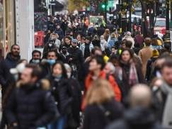 Brytyjczycy są przeciwni wprowadzeniu kolejnego lockdownu na zimę. Mogą jednak zaakceptować niektóre ograniczenia