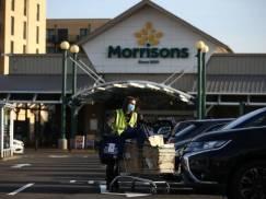 Morrisons wprowadza obostrzenia dla niezaszczepionych pracowników. Antyszczepionkowcy zapowiadają bojkot supermarketu