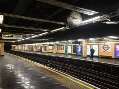 Metro w Londynie: mężczyzna wpadł w szczelinę między pociągiem a peronem i został zmiażdżony. Znamy przyczyny wypadku