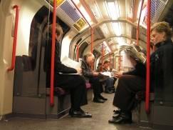 Sadiq Khan odpowiada na apel mieszkańców o ponownie uruchomienie nocnego metra w Londynie