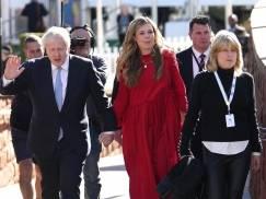 Boris Johnson poleciał na gorące wakacje zostawiając Wielką Brytanię w środku kryzysu? Brytyjska prasa zawrzała