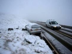 Drogi w UK przeistoczą się tej zimy w lodowe pułapki? Eksperci przestrzegają przed brakiem kierowców piaskarko-solarek