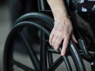 Wyłudził 90 tysięcy funtów w benefitach. Utrzymywał, że potrzebuje wózka inwalidzkiego, a startował w wyścigach rowerowych!