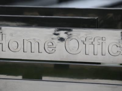 Imigrantka z settled status nie mogła wrócić do UK przez brak fizycznego dokumentu potwierdzającego status