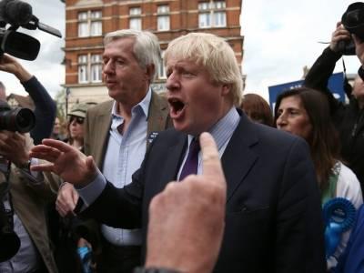 Mężczyzna z Worcestershire wytatuował na swoim brzuchu wizerunek wściekłego Borisa Johnsona - dlaczego? [WIDEO]