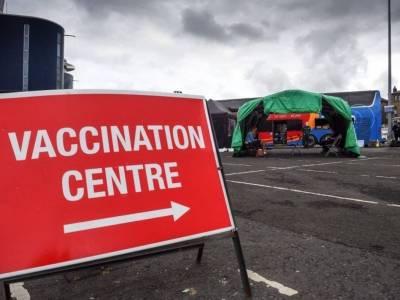 Firmy będą wymagać od pracowników, by poddali się podwójnemu szczepieniu? Tego oczekuje minister transportu Grant Shapps