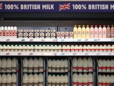 """W brytyjskich sklepach może zacząć brakować... mleka. """"Stoimy w obliczu poważnego kryzysu"""""""