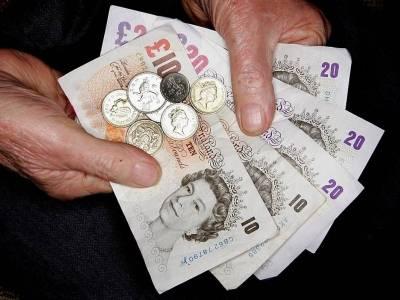 Rząd rozważa złagodzenie skutków likwidacji £20 dodatku do Universal Credit. Jakie rozwiązania wchodzą w grę?