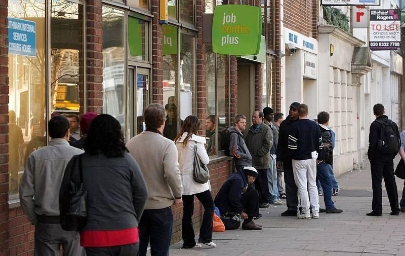 Dramatyczny wzrost bezrobocia w UK - ponad 2 miliony osób stara się o Universal Credit!