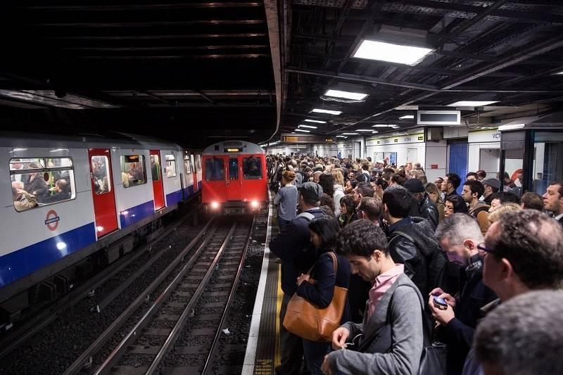 Unikaj tych stacji londyńskiego metra! Lista 20 najbardziej zatłoczonych stacji w Londynie podczas lockdownu