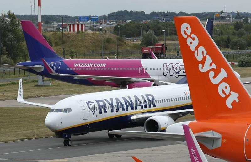 Ryanair i Wizz Air - wszystko co musisz wiedzieć o lataniu samolotami w te wakacje