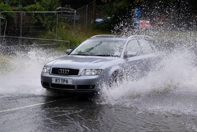 Ważna aktualizacja dla kierowców w UK: Kto w najbliższym czasie musi wymienić prawo jazdy?