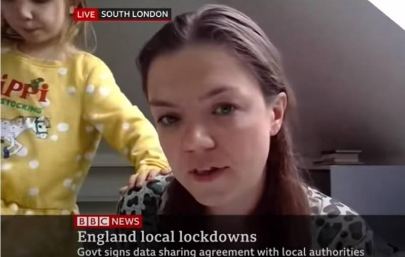 Dziecko wtargnęło swojej matce w czasie wywiadu na żywo w BBC News wchodząc jej na biurko [wideo]