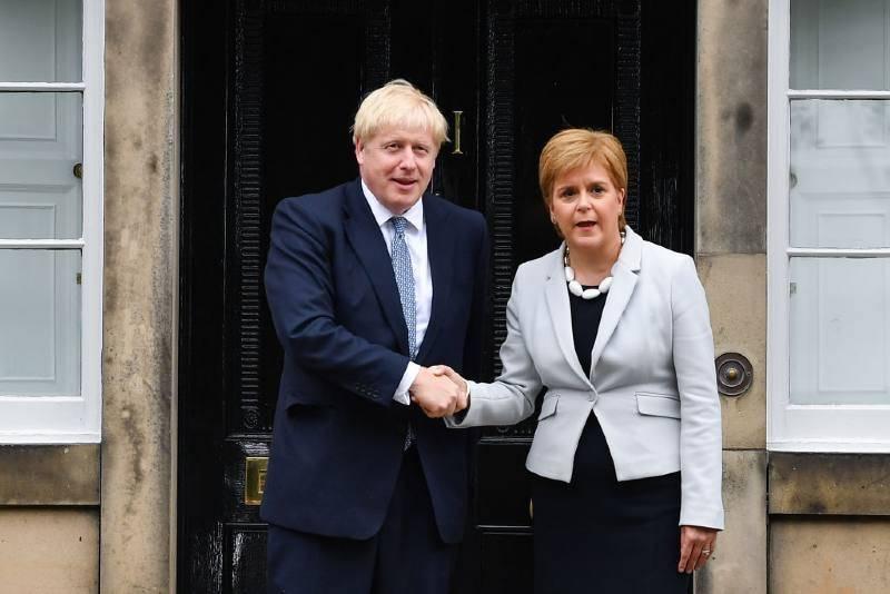 Boris Johnson z wizytą u Nicoli Sturgeon. Głównym tematem będzie budowa mostu między Szkocją i Irlandią Północną?