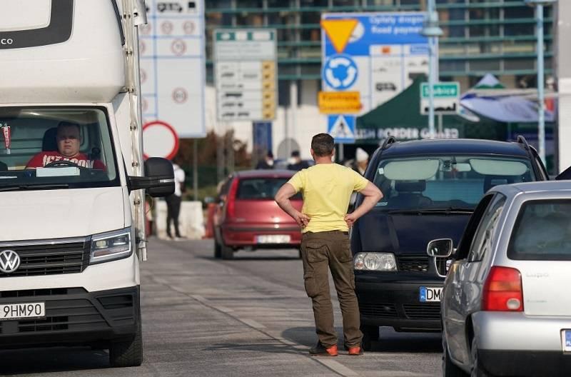 Podróż samochodem z UK do Polski - i z powrotem. O czym trzeba pamiętać?