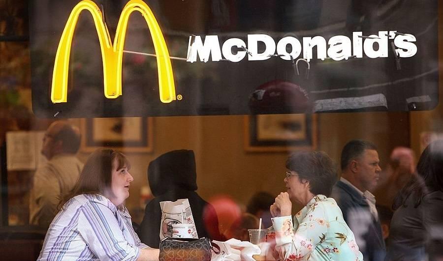Sześciolatka w kurczaku z McDonalds`a znalazła... maseczkę ochronną! [ZOBACZ wideo]