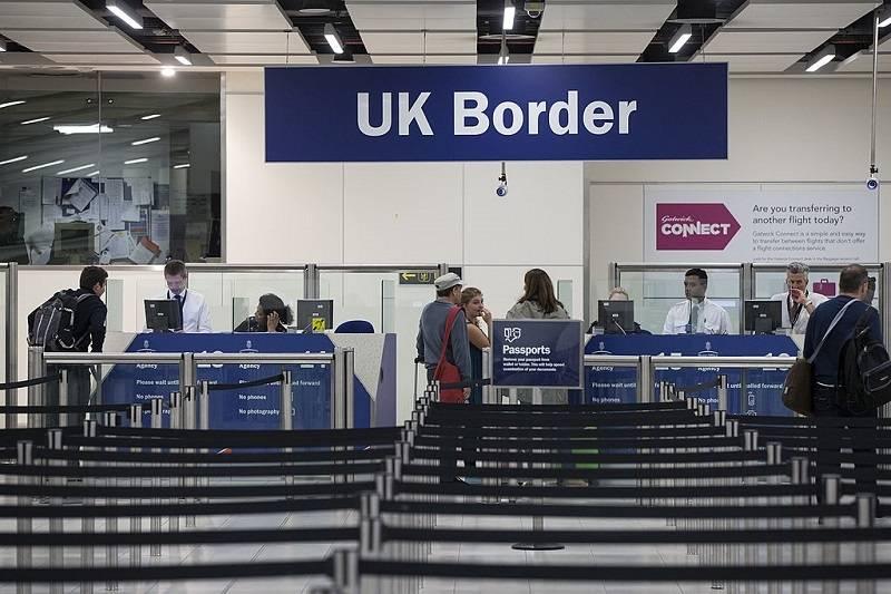 Do kiedy można podróżować do UK na polskim dowodzie osobistym? Oto najnowsze rządowe wytyczne