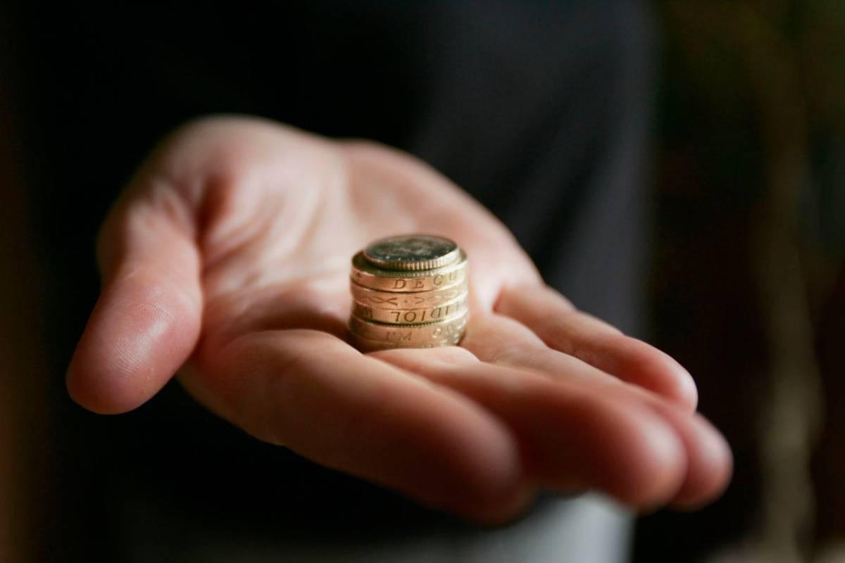 Wigan Council grozi samotnej matce wniesieniem pozwu do sądu za... dług w wysokości 3 pensów!